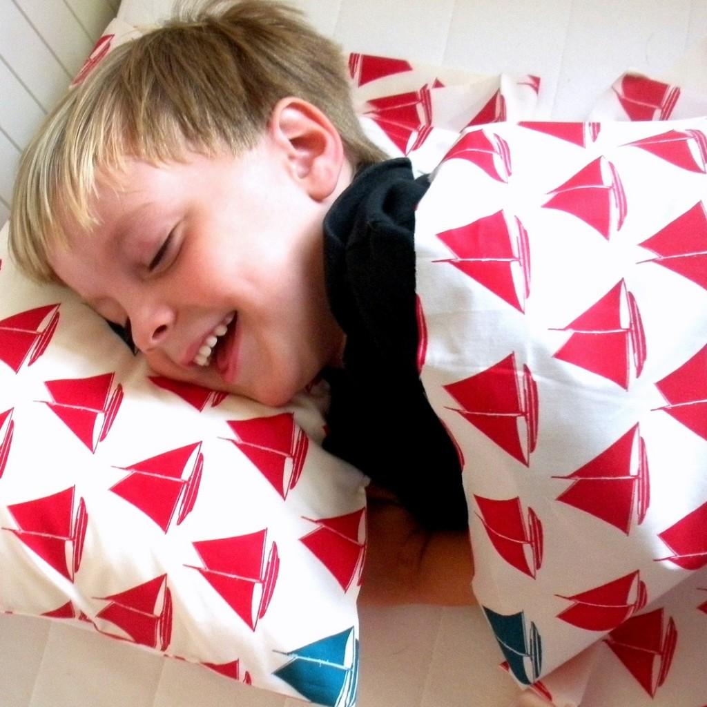 Lightweight Organic Blanket Set - Red Sailboats